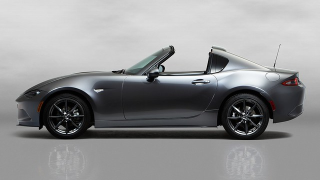 3Mazda_MX-5RF_showmodel_Side_open_white-1024x576