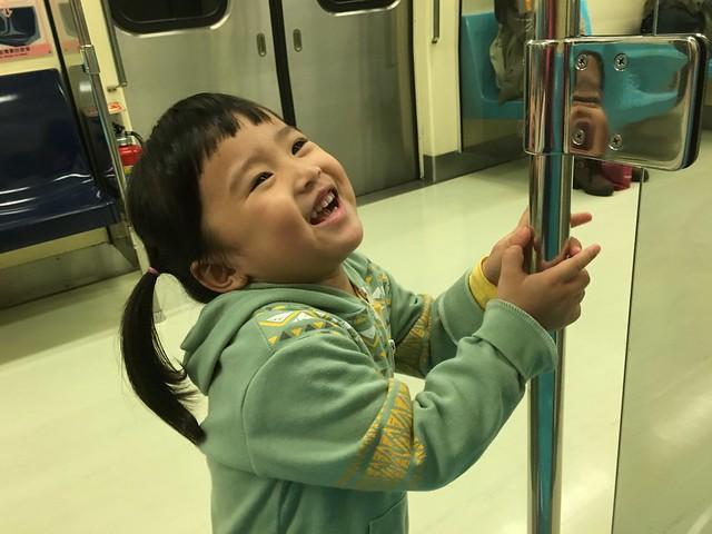 搭捷運變得很愛站著(有變成大人的感覺?)
