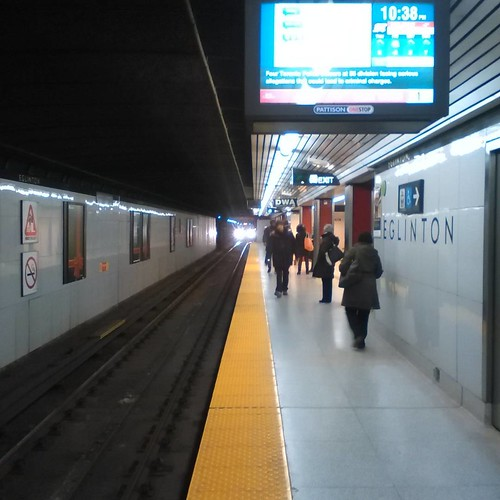 Late night as the train comes in #toronto #eglinton #yongeandeglinton #ttc #subway