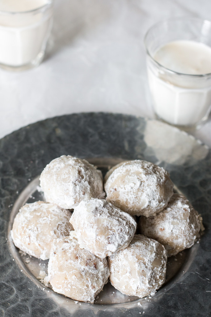 Is the cold weather giving you the winter blues? Warm up with a mug of hot cocoa and a plate of these delicious Sand Tart Snowball Cookies