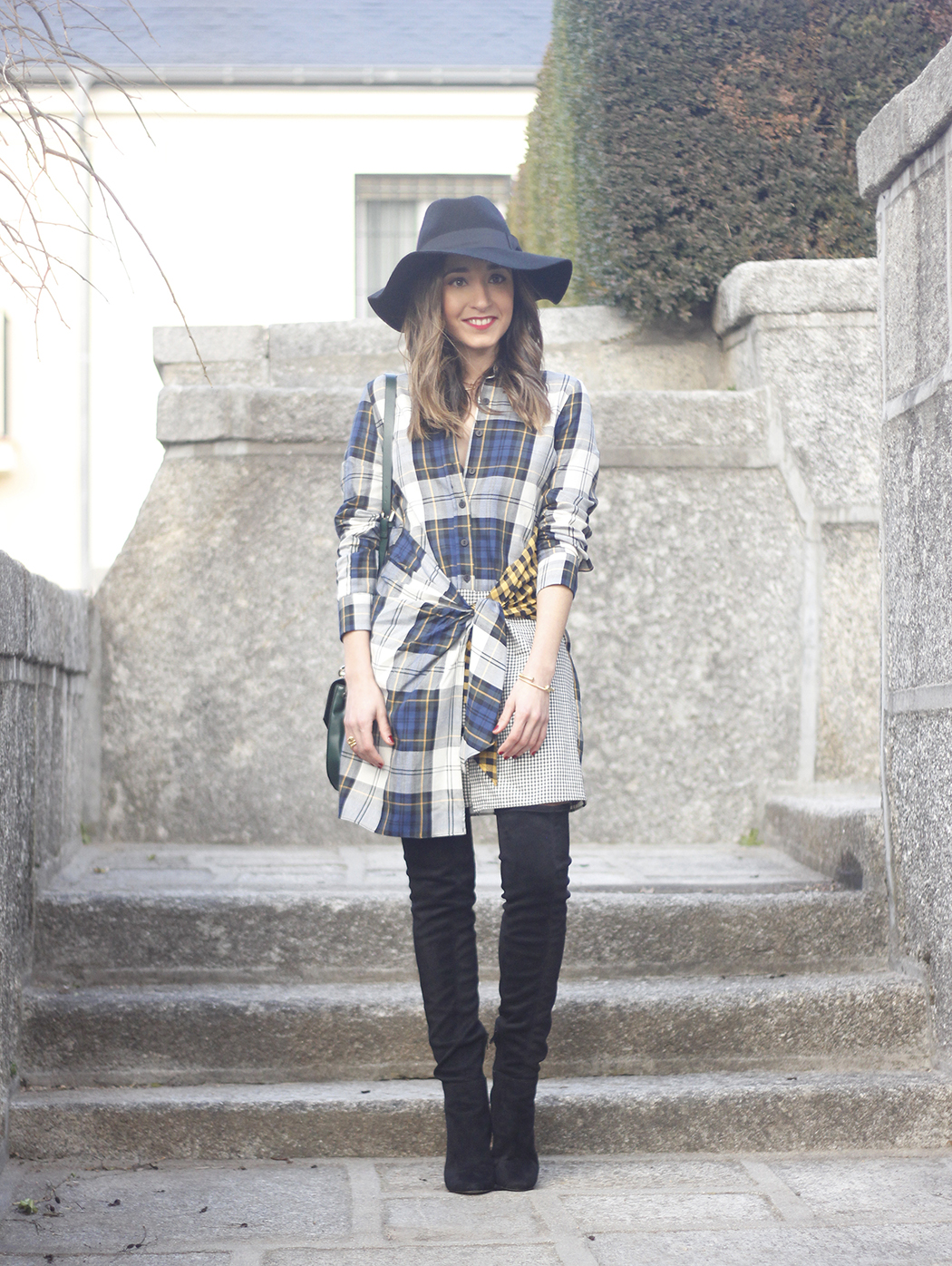 Tartan shirt dress zara over the knee boots mango hat green bag outfit fashion04