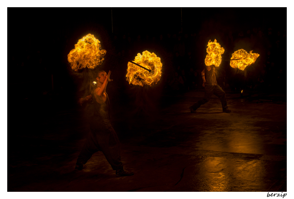 jongleurs et cracheurs de feu 24619386165_3df294338e_o