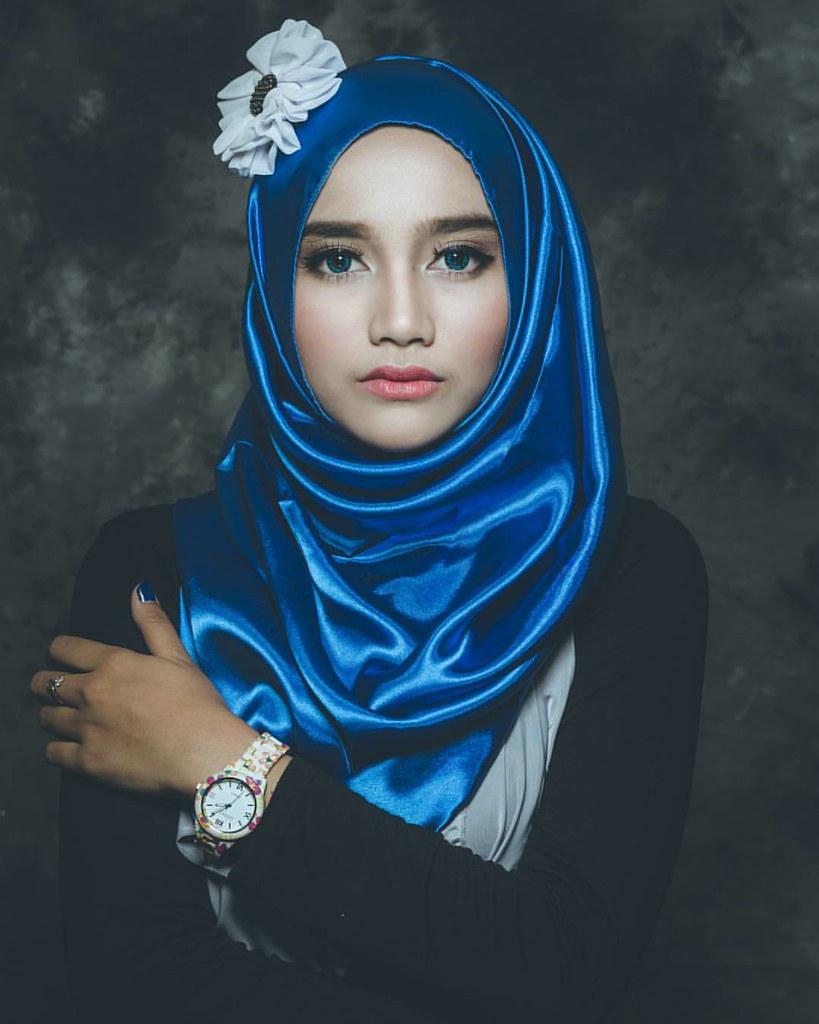 poto lawas... #hijab #hijabfashion #beauty #beautyfulhijab #model #modeling #modelindo #modelindonesia #modelhijab #modelhijabindonesia #fashion #fashionable #fashionista #indonesiangirl #indonesia_photography #beautifulindonesia #canoneos #sigmalens #kil