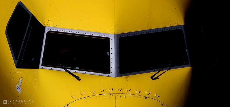 Boeing 737-8K5 – TUIfly – D-ATUA – Dusseldorf International (DUS EDDL) – 2015 04 24 – Parked – 01 – Copyright © 2015 Ivan Coninx