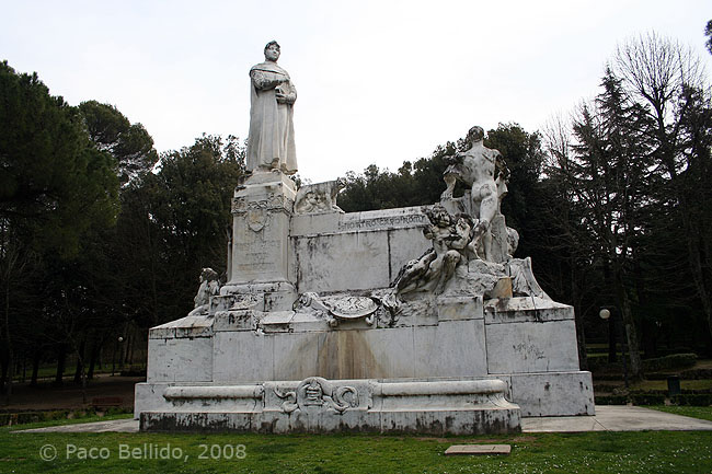 Monumento a Petrarca. © Paco Bellido, 2008