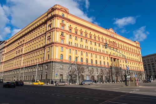Работавшего в Кремле полковника ФСБ подозревают в мошенничестве с элитным ломбардом