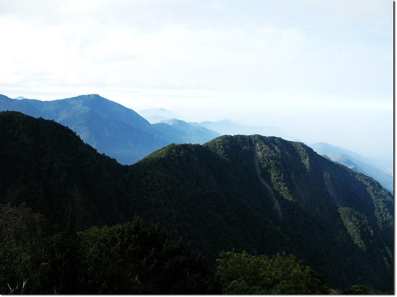 斯拉巴庫山頂南眺溪南山、藤枝方向2