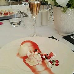 Sharing for @lanzeracwineestate mouth watering desert at lunchtime.  😀  #vanilla #pannacotta #raspberry ripple #icecream #watermelon gel #meringue #deliciousness #dessert #sweettoothsatisfied #lunchtime at Lanzerac 📷: @lanzeracwineestate (