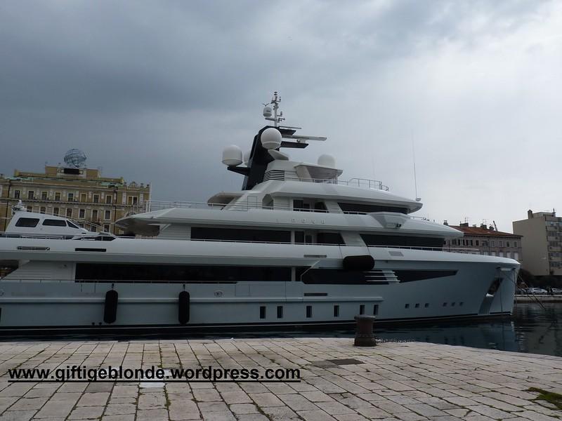 vor Anker die I Nova in Rijeka