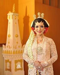 Foto pengantin wanita pernikahan adat Jawa di wedding Kak Rani & Kak Eli di DenNany Resto Jogja. Fotografer wedding by @poetrafoto, http://wedding.poetrafoto.com 👍😊😍
