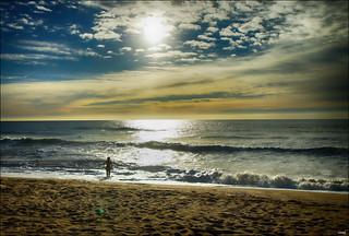 Imagen de Platja de Montgat. persona agua chica playa arena cielo nubes olas surfista montgat alairelibre sonya77
