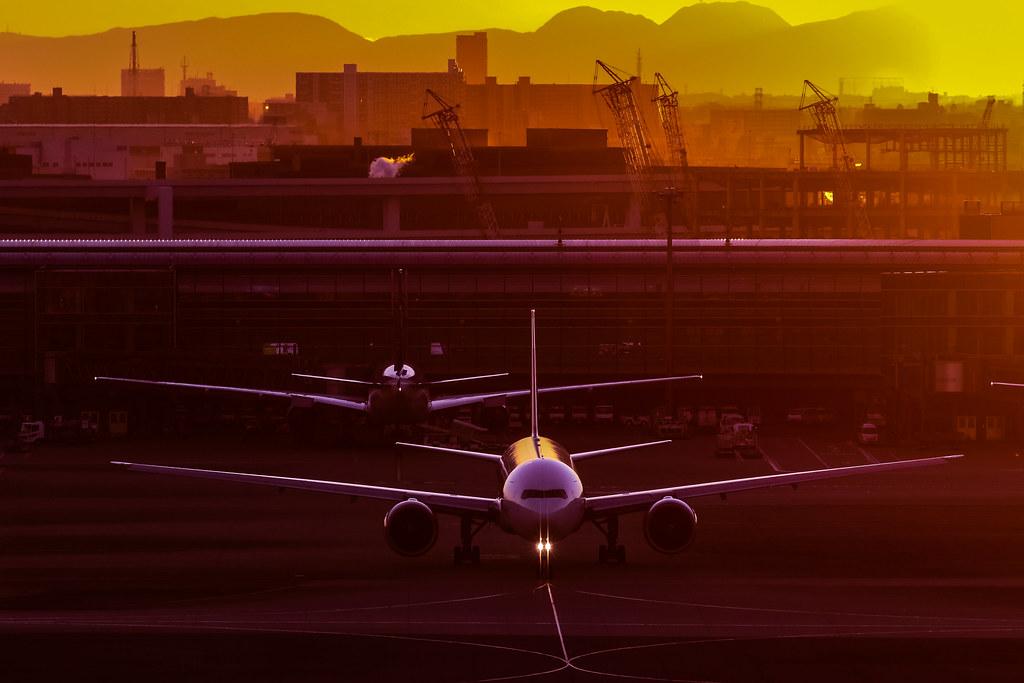 9V-SWT Boeing 777-300ER  Singapore Airlines