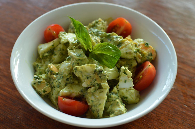 Egg pesto salad