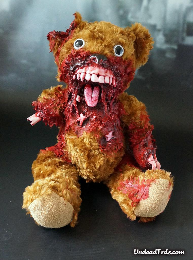 絕對嚇尿!兒童不宜,血腥恐怖的「躲躲貓」泰迪熊殭屍