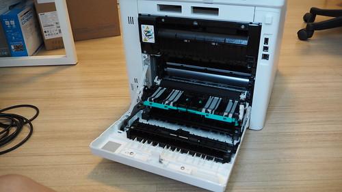แกะด้านหลังของ HP Color LaserJet Pro MFP M477fdw ออกมาดู