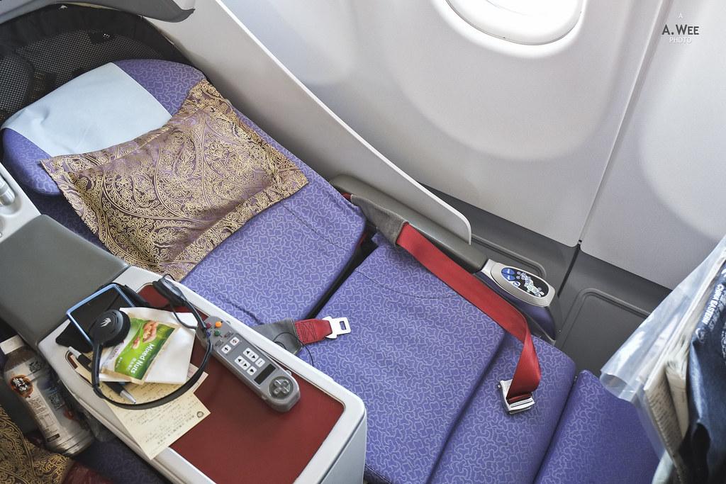 Angled flat seats