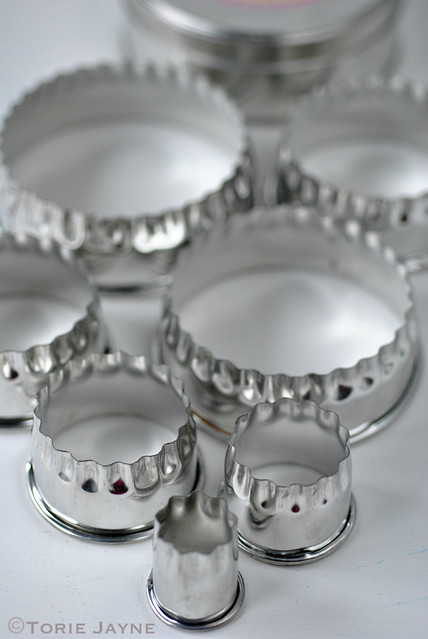 Tala set of 7 tin fancy pastry cutters