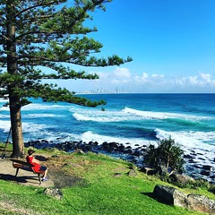 Suns out #summer #goldcoast so are the #surfers #bluesky consistent #surf #cycling #wymtm #cycle #cyclinglife #beachlife