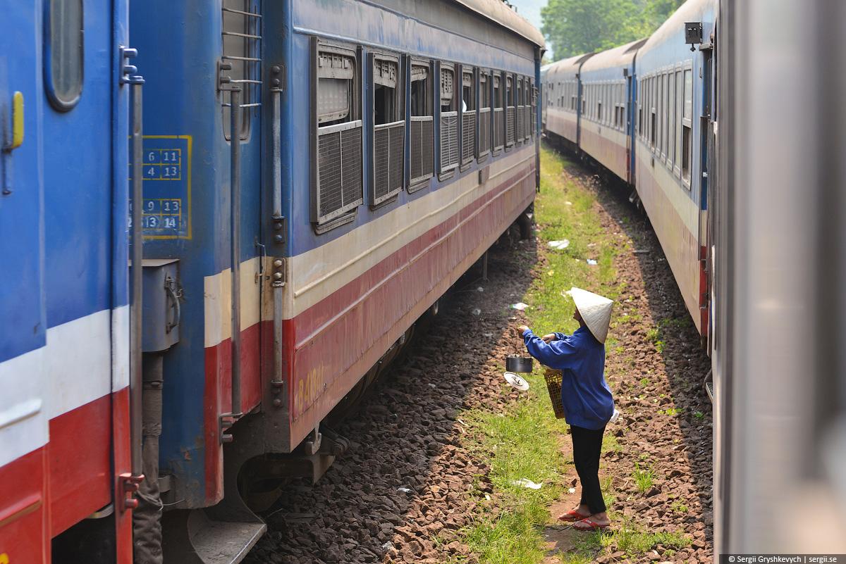 vietnam_reunification_express_train-45