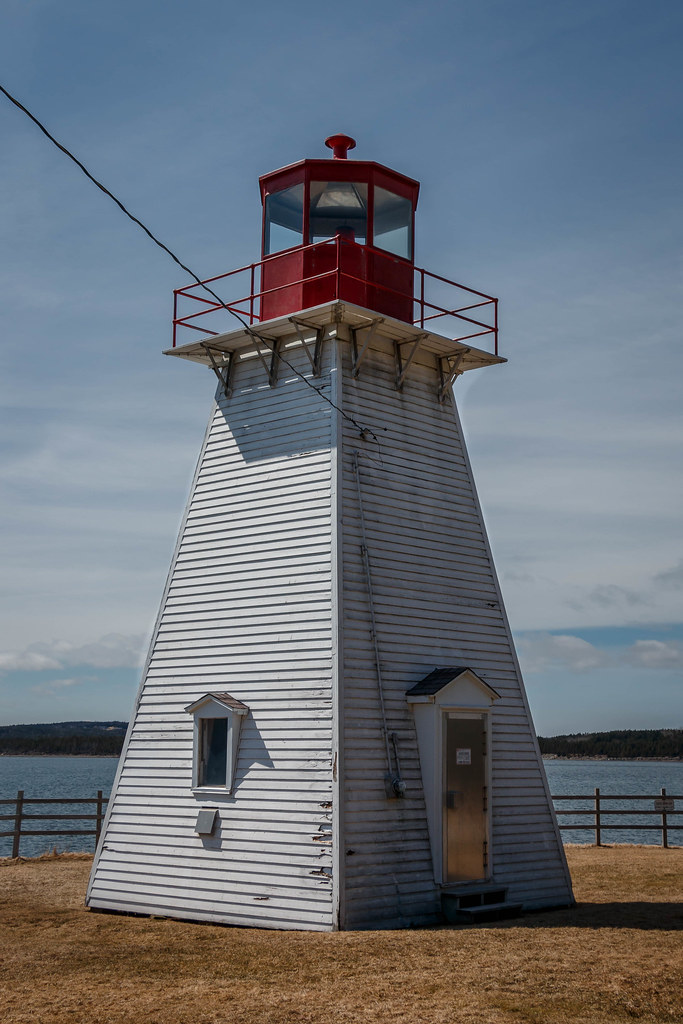 jerome point lighthouse at battery provincial park