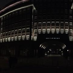 #Architektur vom Feinsten: Chilehaus Hamburg. #architecture #nightshot #lights #building #buildingsatnight #latergram #architecturephotography #hamburg