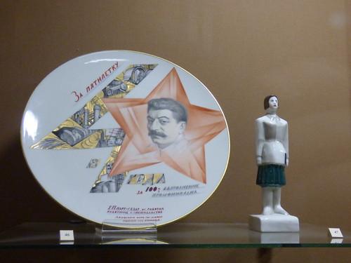 plates, social realism