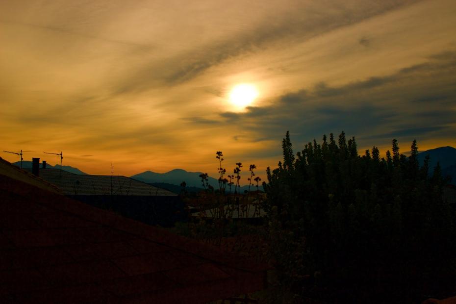 lara-vazquez-madlula-sunset-home-winter