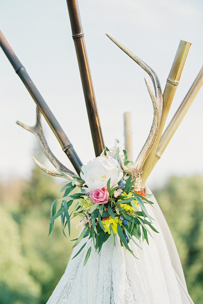 wedding decor for Bohemian wedding inspiration shoot in the countryside with a dose of vibrancy | photo by Igor Kovchegin | Fab Mood - UK wedding blog #bohemian