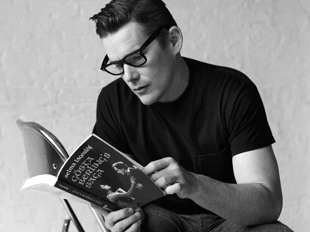 Итан Хоук — Фотосессия для «The Happy Reader» 2016 – 1