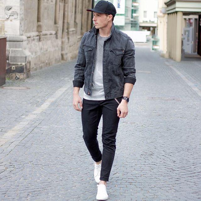 黒キャップ×ブラックデニムブルゾン×グレー無地Tシャツ×スキニーブラックジーンズ×白ローカットスニーカー