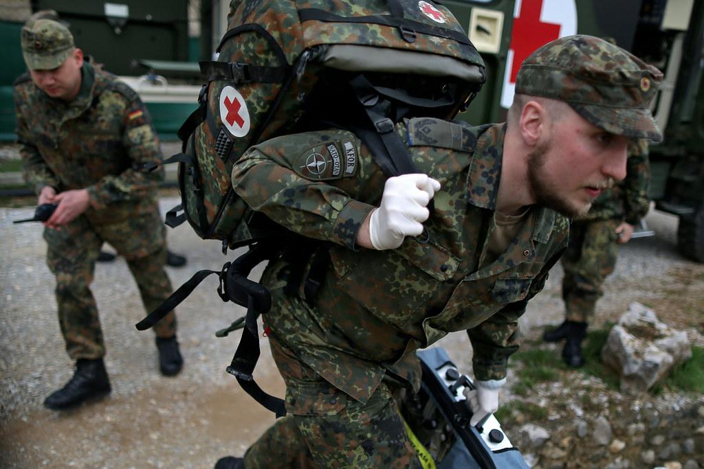 Sanitäter bundeswehr  Flickr photos tagged üben | Picssr