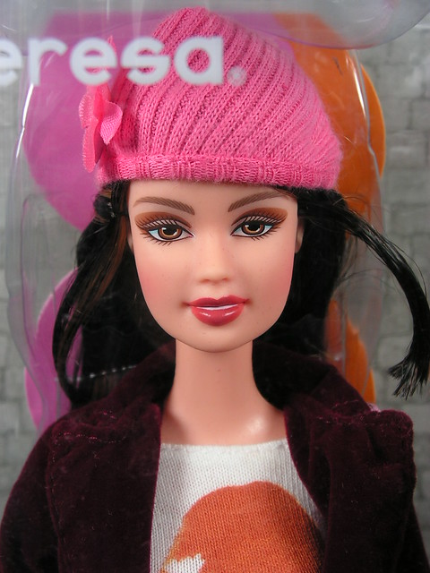 2004 Barbie Fashion Fever Teresa H0667 (1)