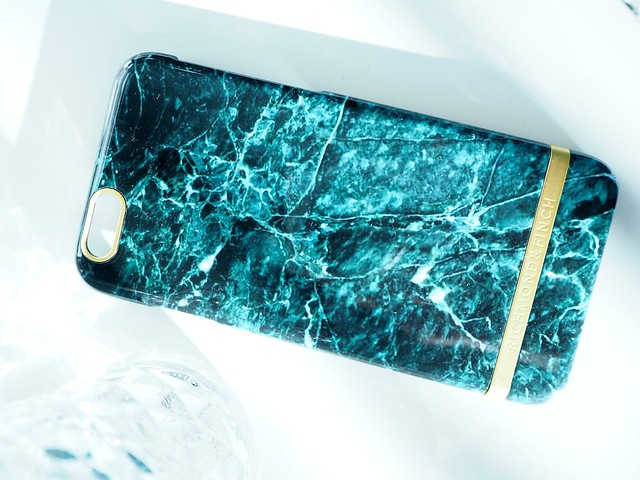 greenmarbleshell1, puhelin, phone, iphone, iphone6, suojakuori, suojakuoret, phone shell, phone shells, iphone shells, marmori, marble, green marble, vihreä marmori, ostokset, shopping, nelly, richmond and finch, richmond & finch, green marble shells, vihreät marmori kuoret, puhelimeen, yksityiskohta, details, kulta, gold, logo,