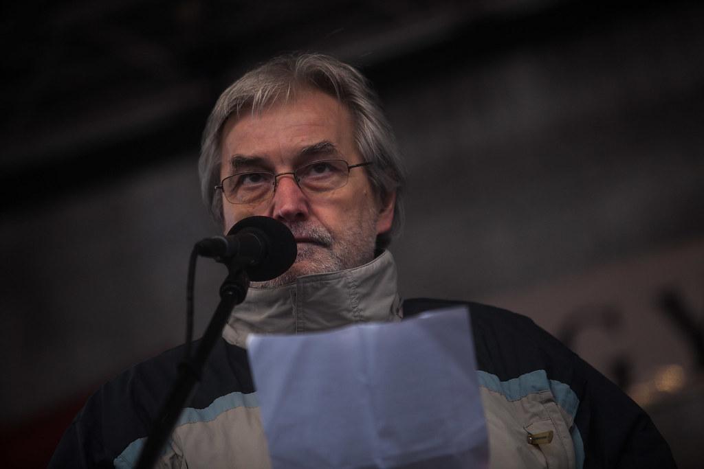 Mendrey László a február 13-i, budapesti pedagógustüntetés színpadán | Fotó: Magócsi Márton