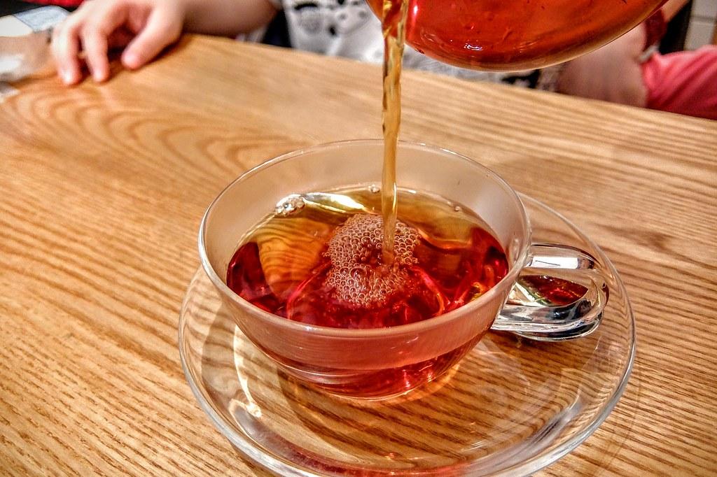 洋甘菊蘋果茶,頗漂亮的顏色...帶著蘋果香