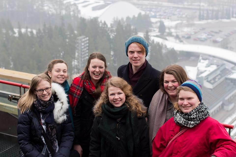 Helsing frå Runhild, Tonje, Maria, Ida Marie, Lars, Karoline og Nina