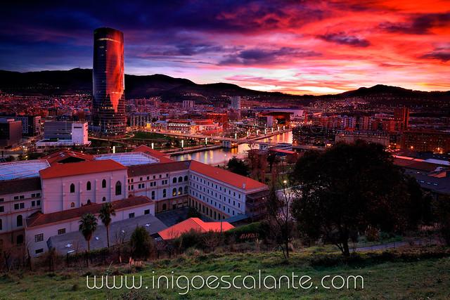 Panoramicas de Bilbao al atardecer Torre Iberdrola desde Deusto