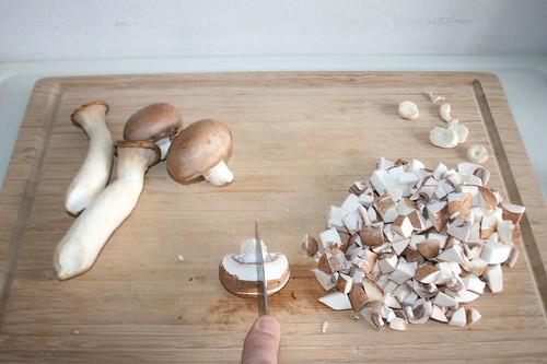 28 - Pilze würfeln / Dice mushrooms