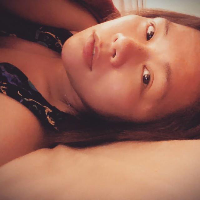 20160306 365自拍大挑戰 day21 with @minikc888 身為一個自拍狂人 已經躺在床上準備就寢 才想到忘了交作業就能立馬來一張 #365自拍大挑戰 #一週一次無題自由拍 #喜歡自己拍自己