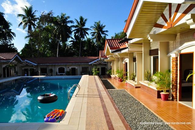 Outdoor Pool Rema Tourist Inn