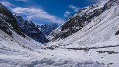 Widok w dół doliny od schroniska Refuge du Chatelleret 2225m