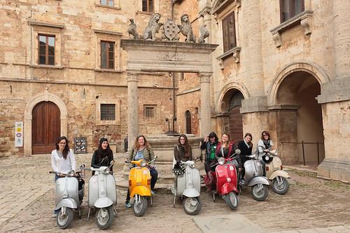 Montepulciano: i mezzi in piazza del Duomo