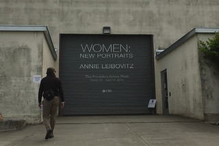 Women Annie Leibovitz - garage door