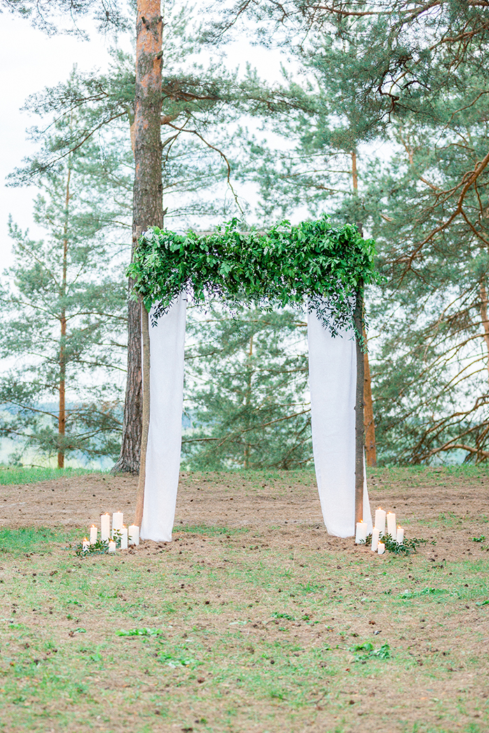 Greenery and tulle wedding arch for a Romantic Woodland Wedding Inspiration { Soft Peach Tones } | Photo by Igor Kovchegin Photography | Read more on Fab Mood - UK wedding blog