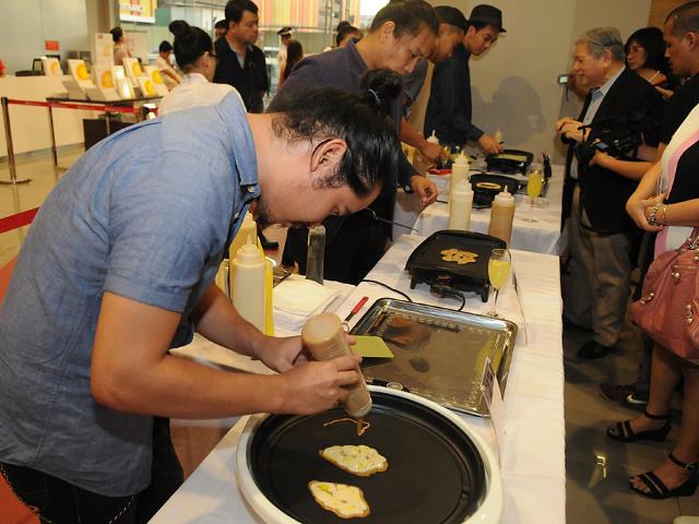 'Pancake Artists%22 Raphael David, Jinggoy Buencuceso, Leeroy New and Wataru Sakuma