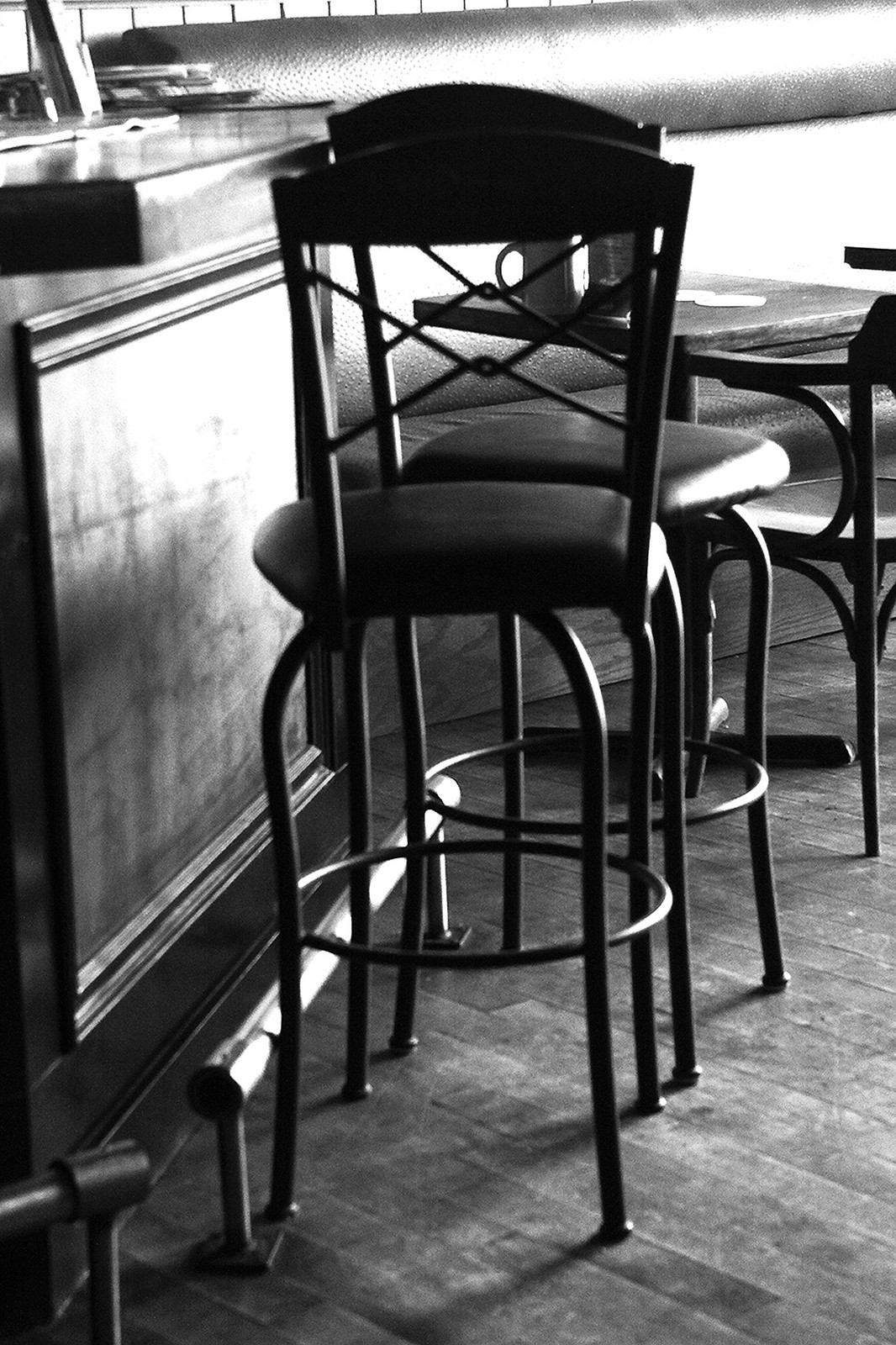 b:w bar chairs