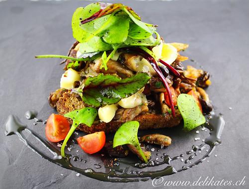 Brot mit gebratenen Pilzen und Castello White Käse – Rezept