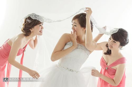 來看看我們在高雄建國國小拍的閨蜜婚紗吧!Kiss九九麗緻婚紗 (2)