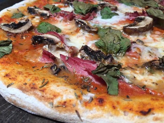 Pastrami/Mushroom pizza