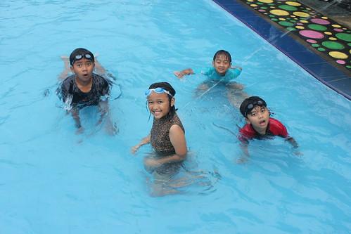 Berenang di Seulawah Resto & Cafe Batu